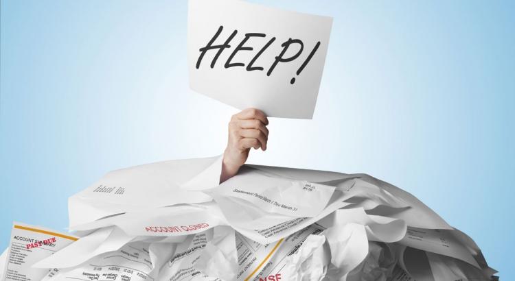 Maus hábitos que levam a que caia nas dívidas